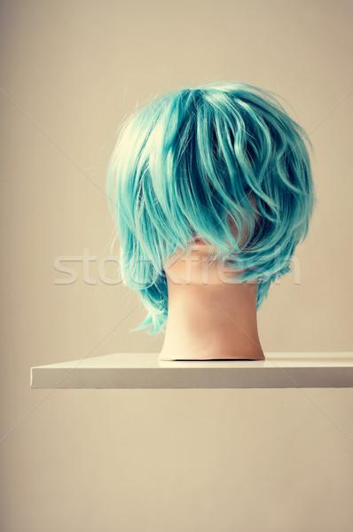 Manken mavi peruk kafa beyaz raf Stok fotoğraf © nito