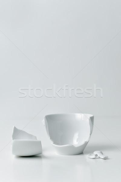 Kırık beyaz seramik kahve fincan parçalar Stok fotoğraf © nito