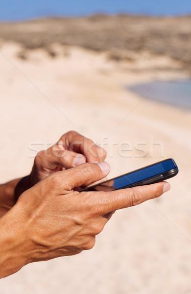 Stock fotó: Fiatalember · okostelefon · tenger · közelkép · fiatal · kaukázusi