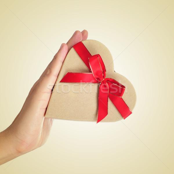 Caja de regalo mano hombre amor corazón Foto stock © nito