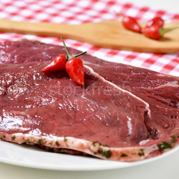 Surowy marynowane wołowiny tablicy stół kuchenny Zdjęcia stock © nito