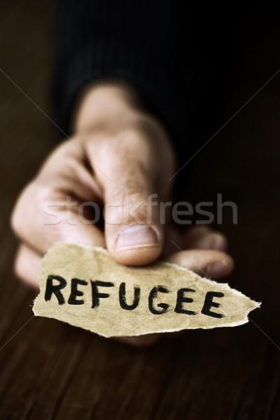 Stuk papier woord vluchteling hand Stockfoto © nito