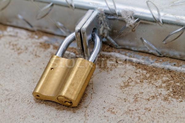 Candado hierro puerta seguridad bloqueo antiguos Foto stock © Nneirda