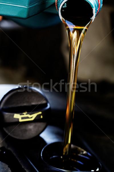 Fresche olio motore olio cambiare mano industria Foto d'archivio © Nneirda