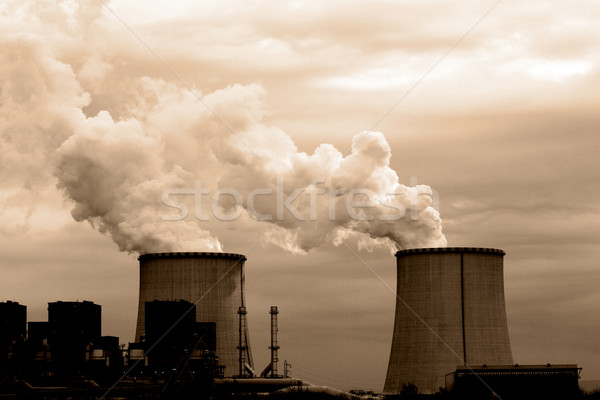 Carvão usina chaminé resfriamento torres Foto stock © Nneirda