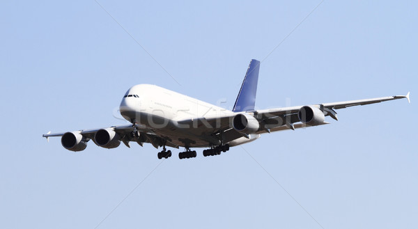 Modernes avion isolé ciel bleu ciel avion Photo stock © Nneirda