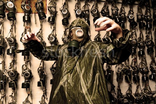 Foto uomo vestiti maschera antigas guerra maschera Foto d'archivio © Nneirda