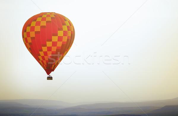 Léggömb repülés égbolt vízszintes fotó tájkép Stock fotó © Novic