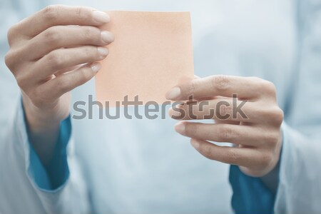 Jóga oktató tart tapadó jegyzet kéz Stock fotó © Novic