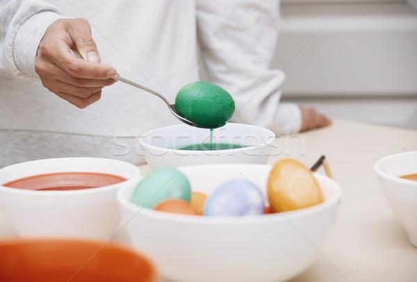 Kobieta Easter Eggs strony jaj tabeli kolor Zdjęcia stock © Novic