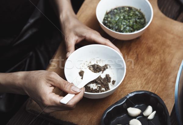 Mujer indio salsa comida vegetariana cocina cocina Foto stock © Novic