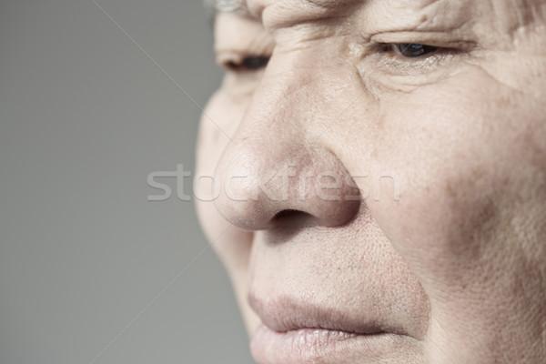 Idős férfi arc másfelé néz vízszintes fotó Stock fotó © Novic