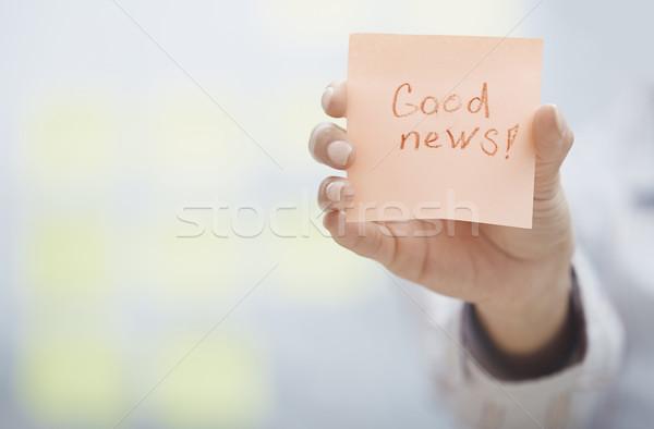 Una buona notizia testo adesivo nota donna Foto d'archivio © Novic