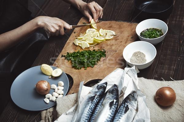 Nő vág citrom hal töltelék konyha Stock fotó © Novic