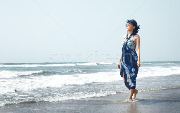Vrouw zee lopen vakantie ontspannen vrouwelijke Stockfoto © Novic
