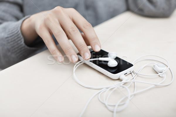смартфон женщину стороны музыку Сток-фото © Novic