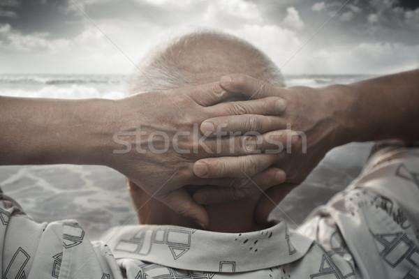 Kıdemli adam deniz eller arkasında kafa Stok fotoğraf © Novic