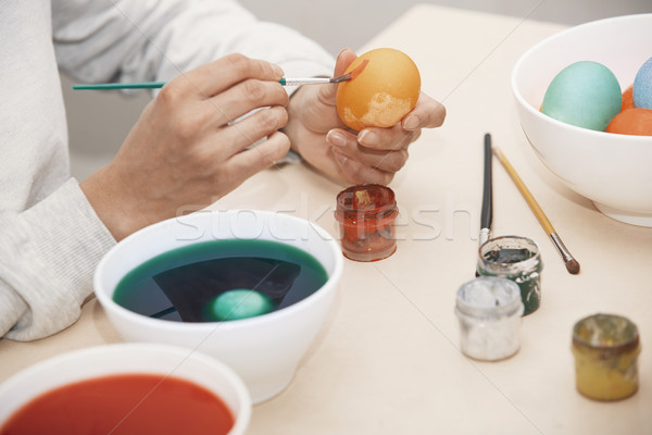 Femme œufs de Pâques main oeuf table couleur Photo stock © Novic