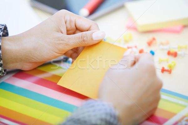 女性 オフィス 接着剤 注記 人の手 ストックフォト © Novic