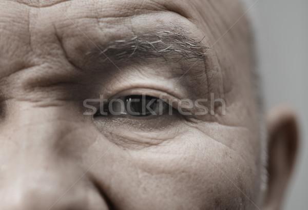 Idős férfi arc néz kamera vízszintes Stock fotó © Novic