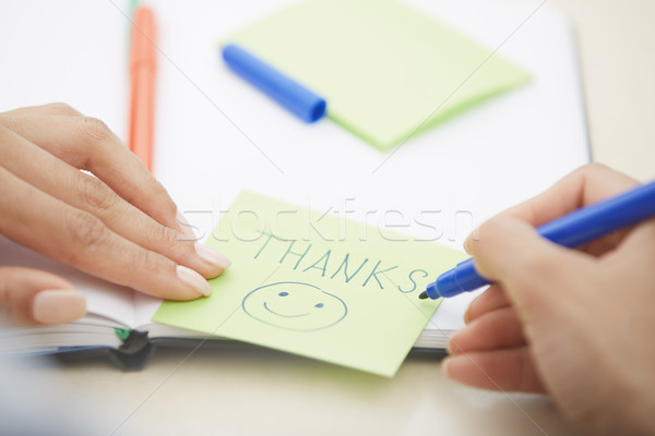 Gracias adhesivo nota manos mujer escrito Foto stock © Novic
