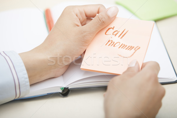 Połączenia mamusia tekst przyczepny Uwaga ręce Zdjęcia stock © Novic