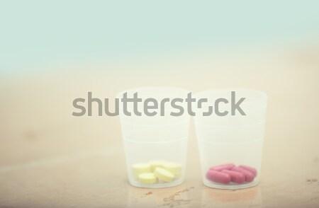 Pillen twee tabel Rood drugs pil Stockfoto © Novic