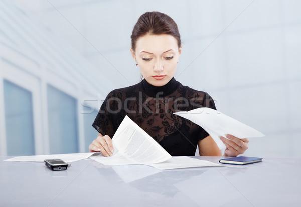 Werk jonge zakenvrouw kantoor werken documenten Stockfoto © Novic