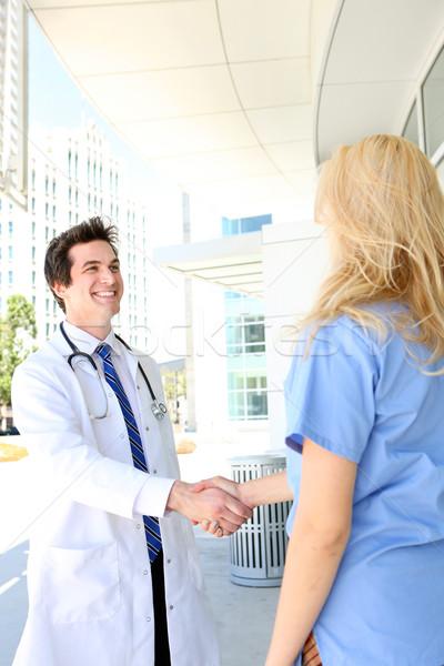 Medizinischen Team Handshake Mann Frau außerhalb Stock foto © nruboc