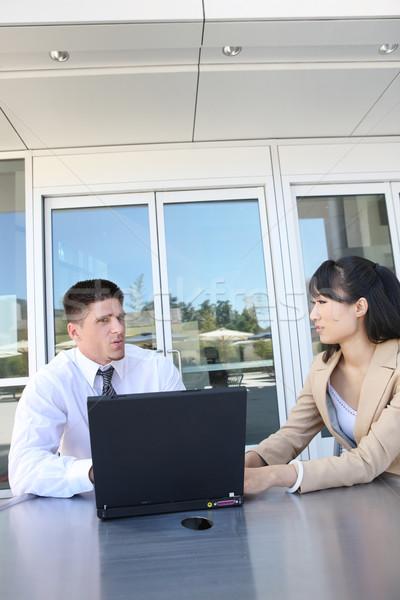 Atrakcyjny zespół firmy laptop biurowiec laptop technologii Zdjęcia stock © nruboc