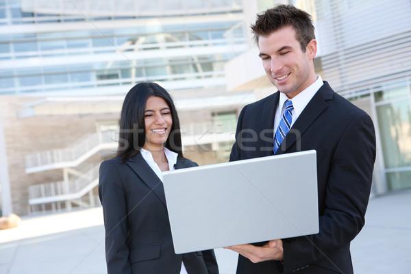 Stock fotó: üzleti · csapat · laptop · üzletemberek · modern · épület · laptop · számítógép · üzlet