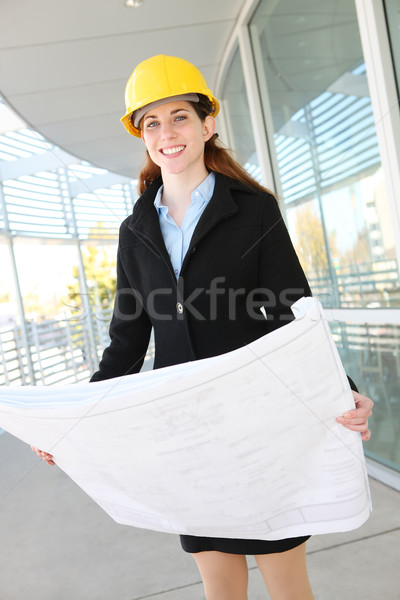 Vrouw architect blauwdrukken werk plaats glimlach Stockfoto © nruboc