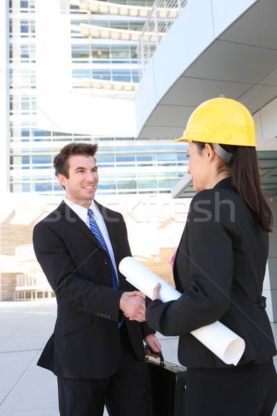 Сток-фото: деловой · человек · строительство · женщину · красивый · рукопожатие · офисное · здание