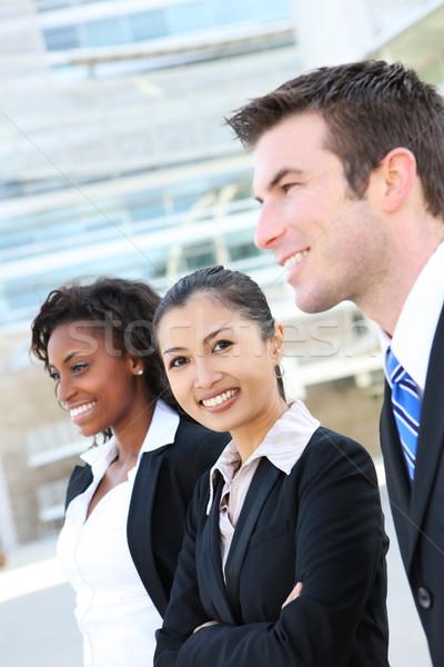 Foto stock: Diverso · atraente · equipe · de · negócios · homem · mulher · prédio · comercial
