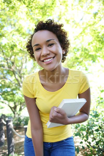 Mooie afro-amerikaanse vrouw boek park meisje Stockfoto © nruboc