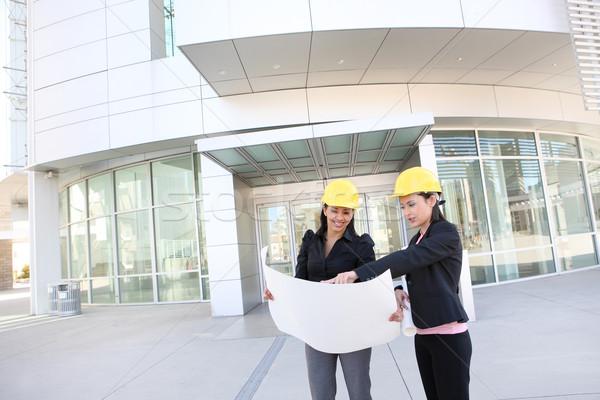Jonge vrouwen jonge mooie vrouwen werk gebouw Stockfoto © nruboc
