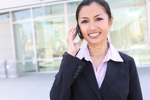 довольно азиатских деловой женщины телефон офисное здание бизнеса Сток-фото © nruboc