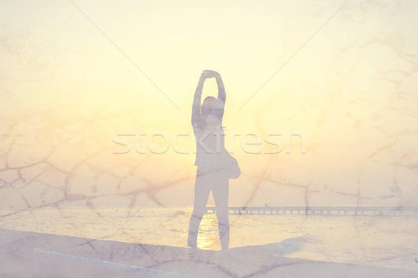 ストックフォト: 女性 · 行使 · 日の出 · 壁 · テクスチャ · 効果