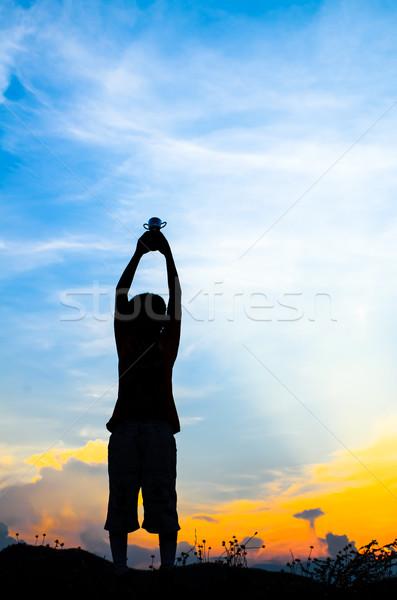 Sylwetki chłopca kubek słońce zestaw naturalne światło Zdjęcia stock © nuiiko