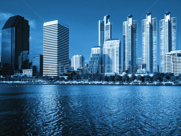 Niebieski ogólny budynku Błękitne niebo wody jasne Zdjęcia stock © nuttakit