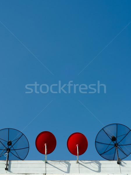Dwa typu antena satelitarna pionowy Błękitne niebo technologii Zdjęcia stock © nuttakit