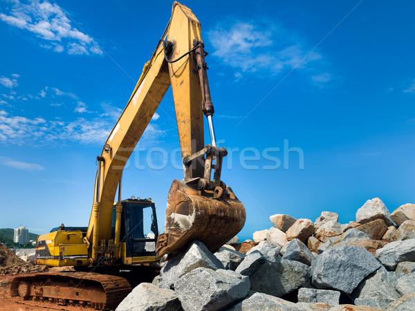 Citromsárga kotrógép kő dolgozik nagy köteg Stock fotó © nuttakit