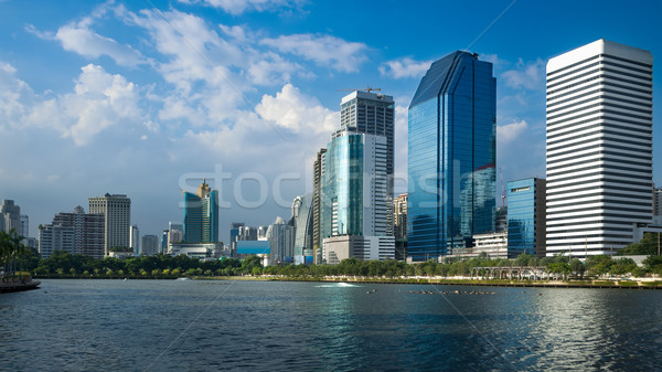 Prospettiva generale costruzione cielo blu luminoso giorno Foto d'archivio © nuttakit