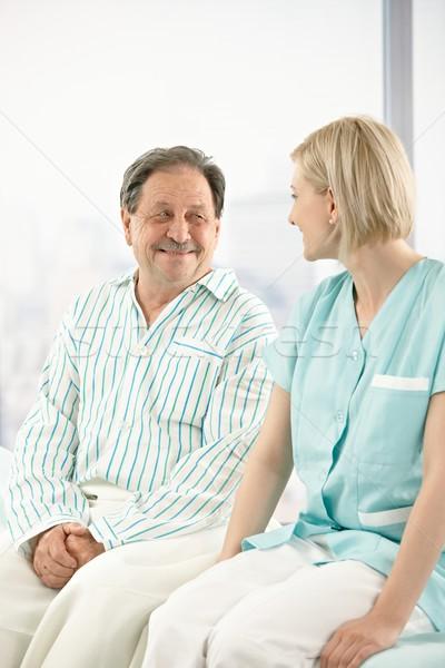 Foto stock: Senior · paciente · hospital · enfermeira · sessão · cama