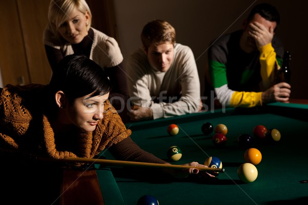 Nő játszik snooker labda barátok néz Stock fotó © nyul