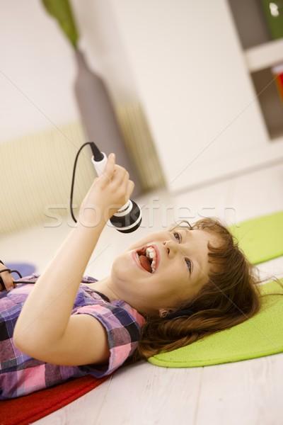 Jong meisje zingen microfoon muziek meisje Stockfoto © nyul