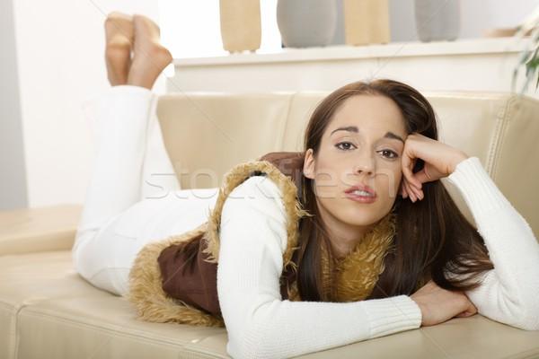 Portret vrouw bank jonge vrouw naar Stockfoto © nyul
