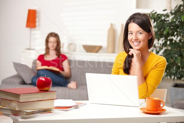 Stockfoto: Teen · studenten · leren · home · gelukkig · schoolmeisjes