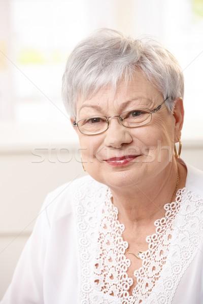 Stockfoto: Portret · senior · vrouw · home · grijs · haar · naar
