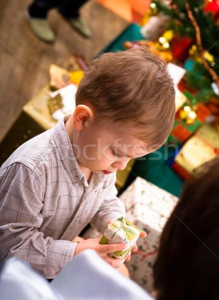 Kid Noël présents peu garçon ans Photo stock © nyul